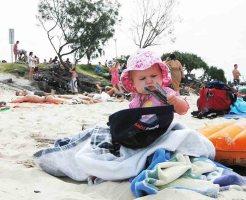 砂浜と赤ちゃん