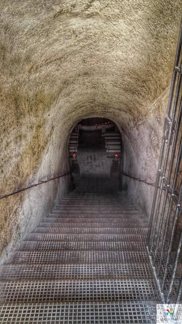 couloir menant à la chapelle our lady of the grotto
