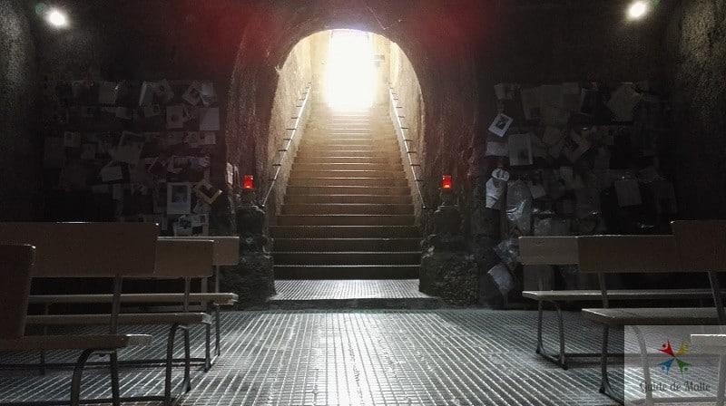 vue entree depuis interieur chapelle