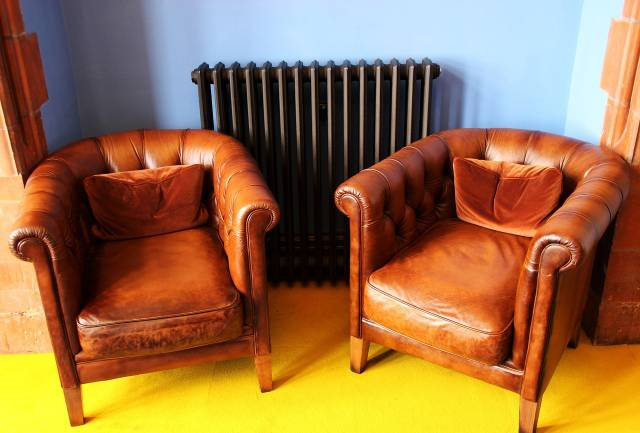 2 fauteuils club cote a cote