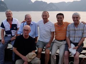 Avec les hommes du groupe Mr BARREAU