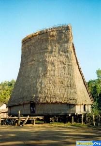 la maison de Rong du Haut plateau du Centre du Vietnam