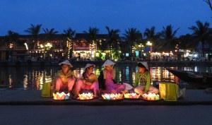 La vieille ville de Hôi An dans la nuit.
