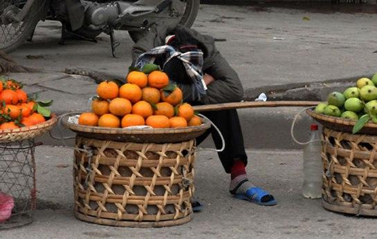palanche et femmes vietnamiennes sieste.JPG
