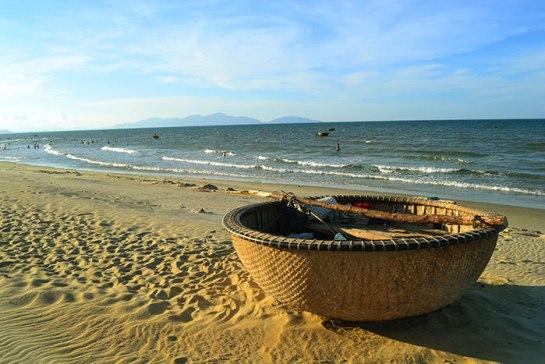 profiter-de-la-plage-en-ete-dans-le-centre-du-Vietnam.jpg