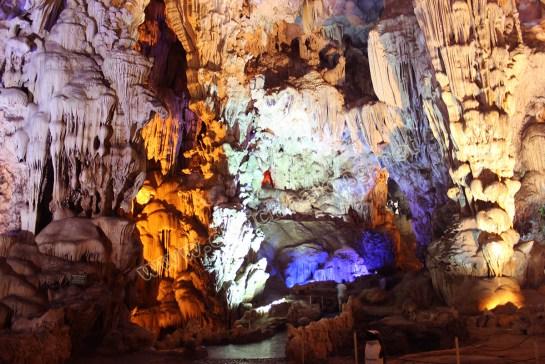 grotte dans la baie d'halong 2