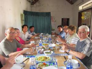 Dejeuner chez habitant des Viet.