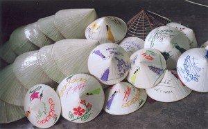 Le village des chapeaux coniques de  Phu Cam
