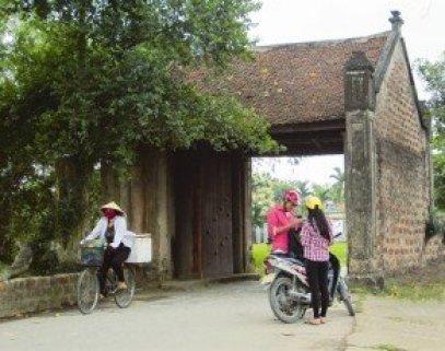 Le portique d'entrée du village de Mông Phu