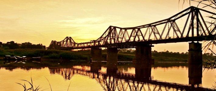pont long bien - découverte l'histoire de Hanoi