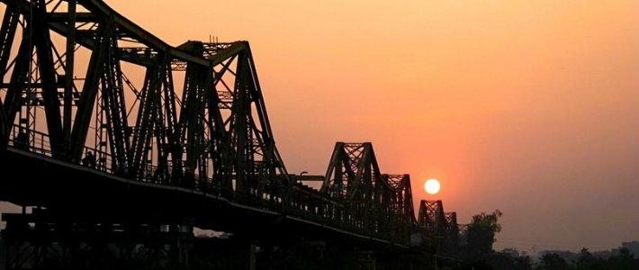visiter le pont long bien - témoigne historique de Hanoi