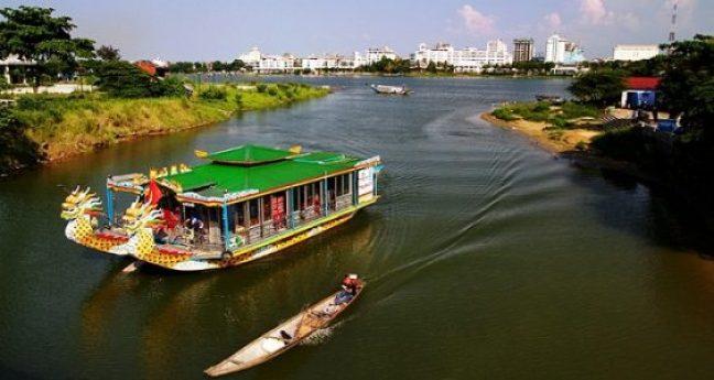 Balade en bateau sur la rivière des Parfums à Hué