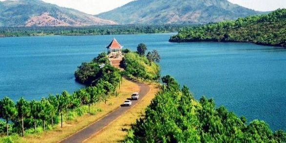 Admirer la beauté du lac To Nung