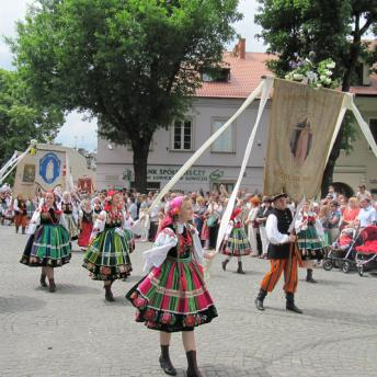 The festivities in the town of Łowicz on Corpus Christi day are the best occasion to experience regional traditions and folklore.