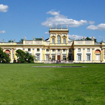 Guide Margaret will familiarize you with the history of the splendid baroque residence of king John III Sobieski – Wilanow Palace.