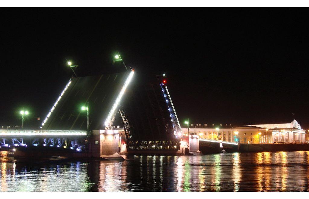 Dvortsovii bridge