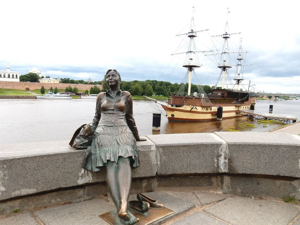 A nice monument to a girl-tourist