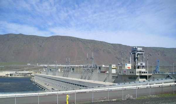 "John Day Dam, Columbia River, Washington/Oregon 45 Deg 42' 56"" N, 120 Deg 41' 36"" W"