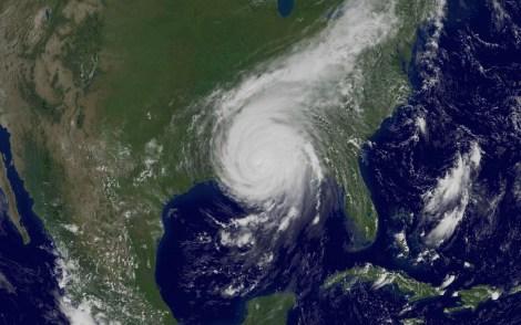 Una foto satellitare di Katrina scattata alle 14 del 29 agosto 2005 dalla NOAA, una agenzia federale statunitense che si interessa di meteorologia. AP Photo_NOAA