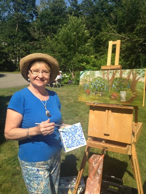 Guild member Chris Bank painting at the Cape Cod Hydrangea Festival