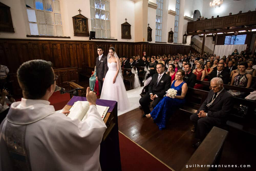 Fernanda e Charles: Fotografia de casamento em Lages (O padre)