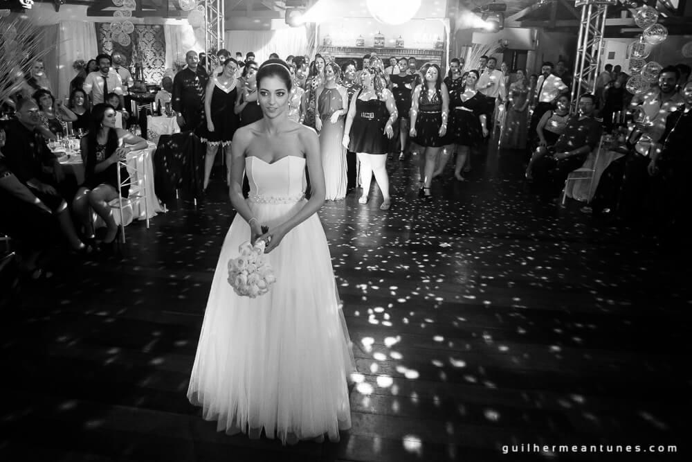 Fernanda e Charles: Fotografia de casamento em Lages (Lá vai o buquê)