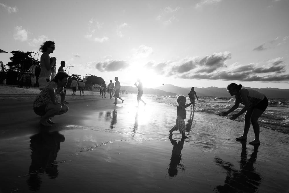 Fotografia de Família na praia em Floripa.