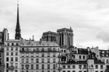 Paris autrement - Immeubles sur fond de Notre-Dame