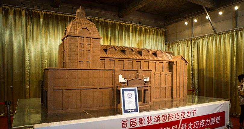 Largest chocolate sculpture tcm25 480697 - O chocolate mais caro do mundo! E outras curiosidades