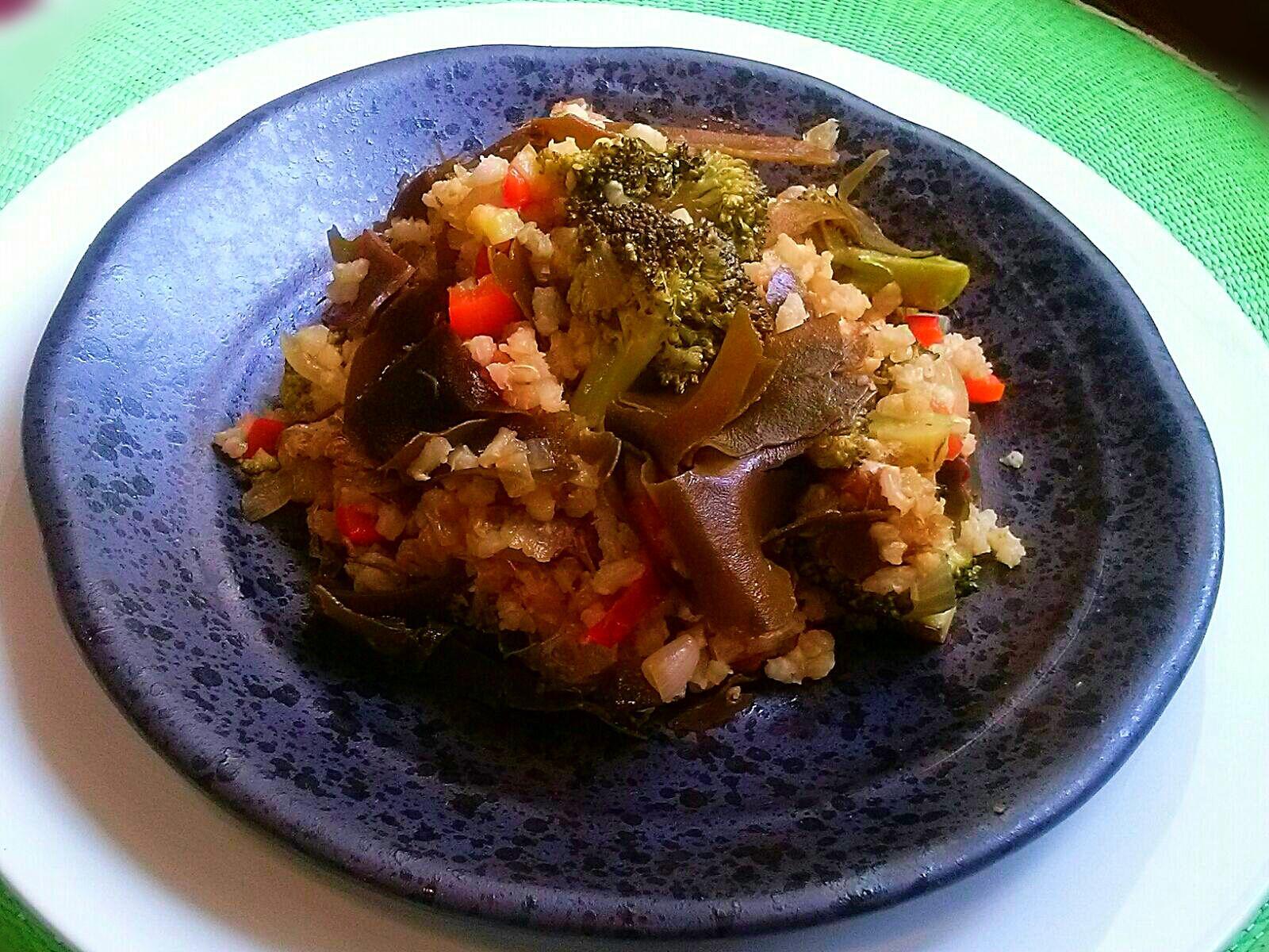 Algas y verduras: Salteado de arroz integral