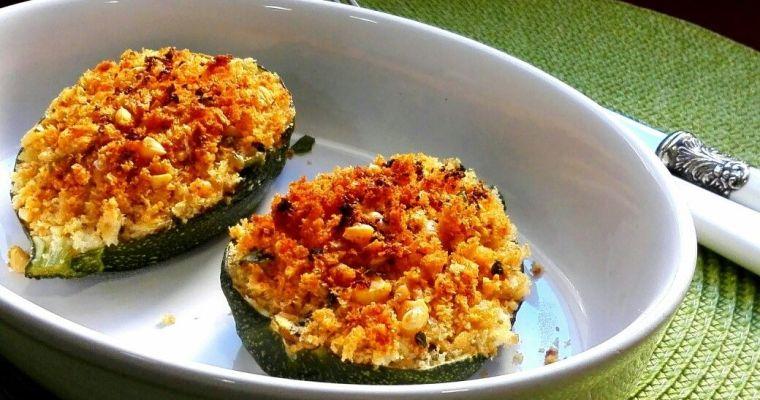 Calabacines rellenos con especias y queso