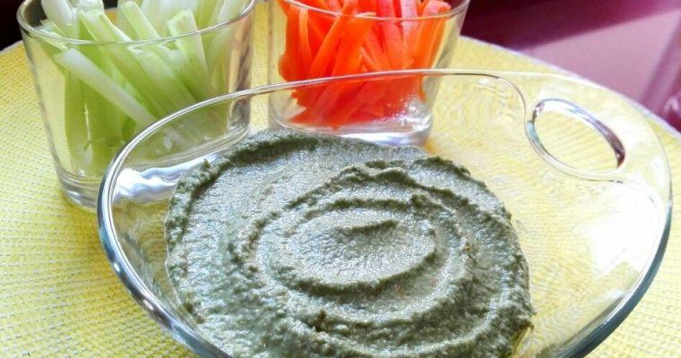 Hummus detox de calabacín con alga espirulina