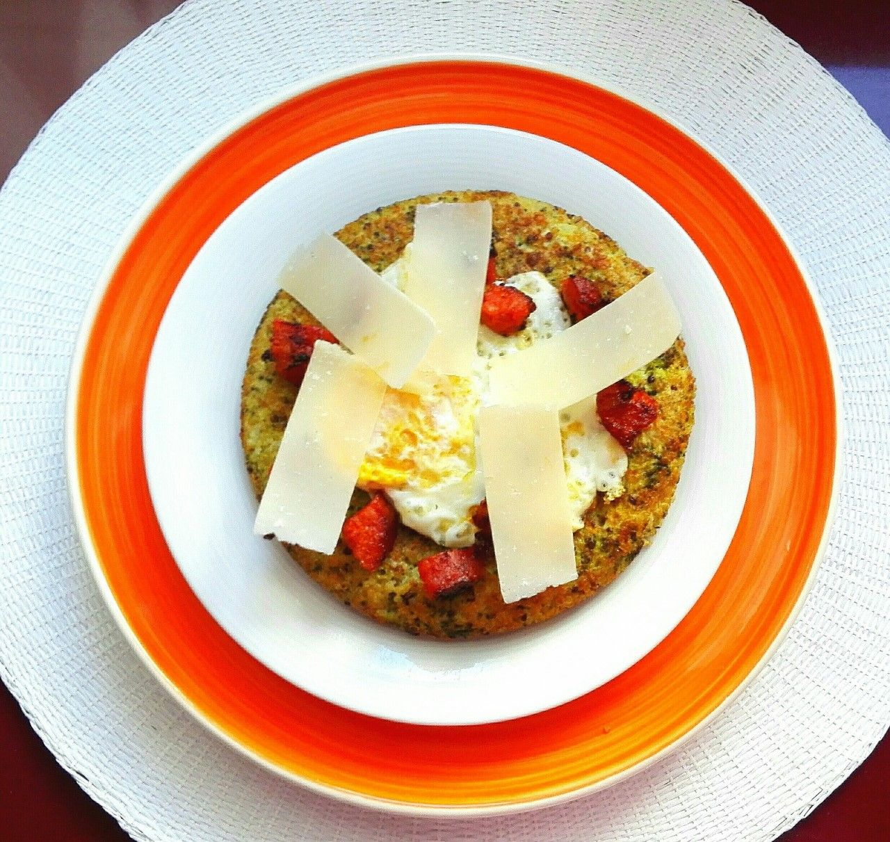 Tortilla de quinoa y brócoli con chorizo