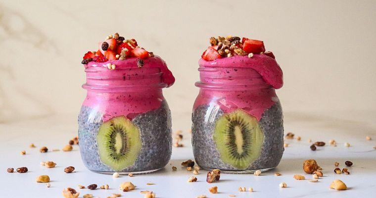 Postre saludable con pudin de chía y frutos rojos