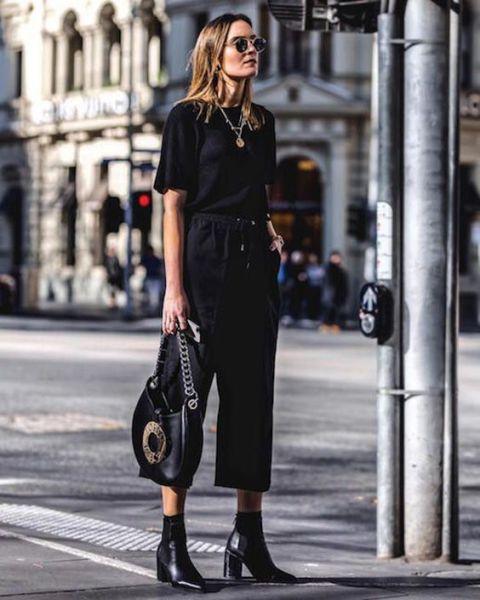 8 produções com t-shirt preta para te inspirar na balada de hoje