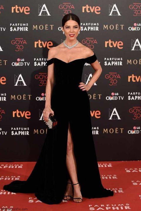 10 Looks com vestido preto direto do red carpet