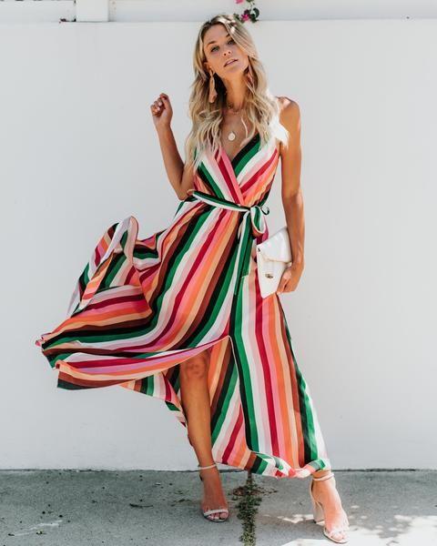 Vestido longo envelope com sandália de duas tiras