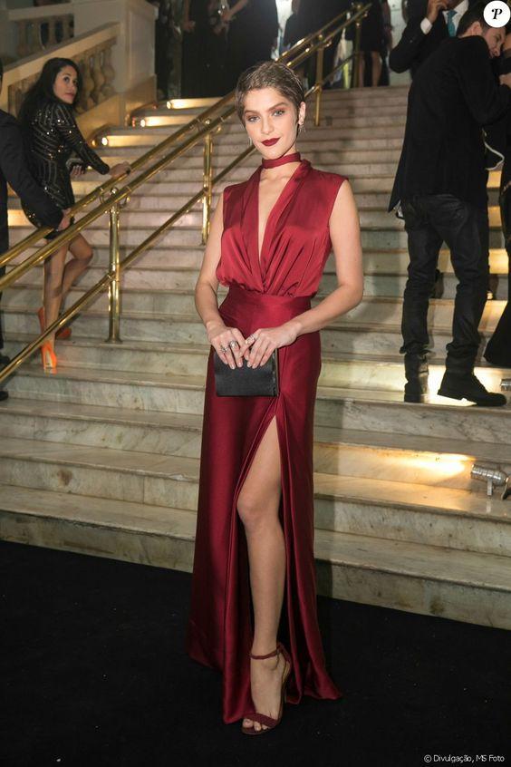 vestido de festa vermelho com decote