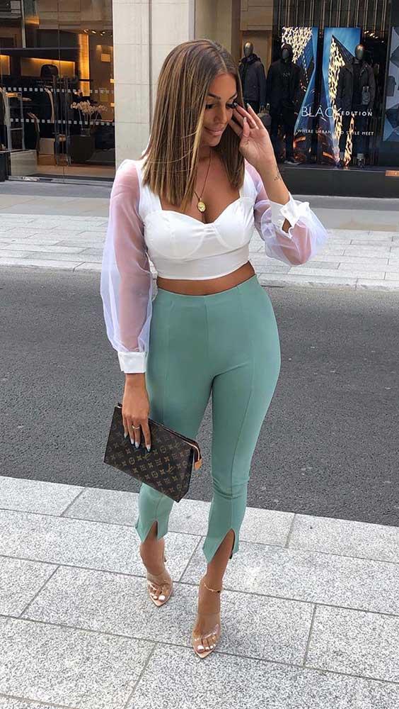 calça legging verde, cropped branco com manga de organza