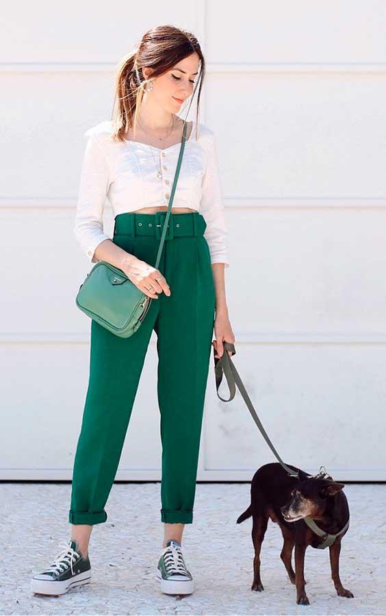 calça clocharde verde e all star