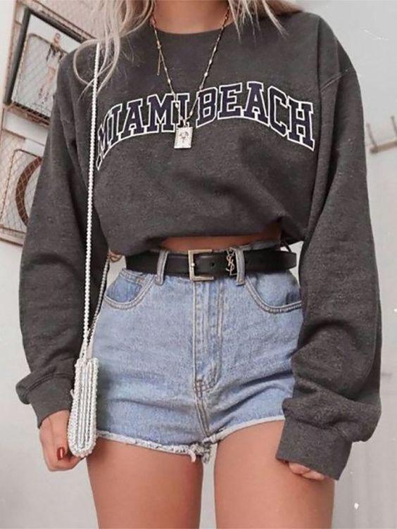 moletom cinza cropped e short jeans