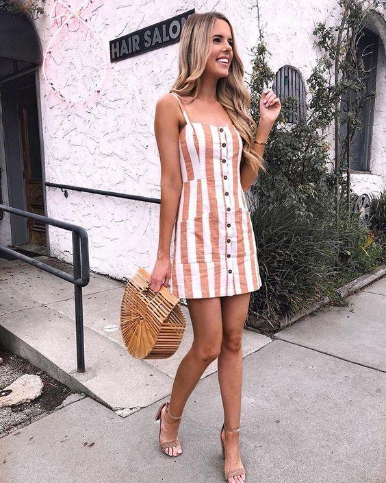 vestido com botões curto listrado