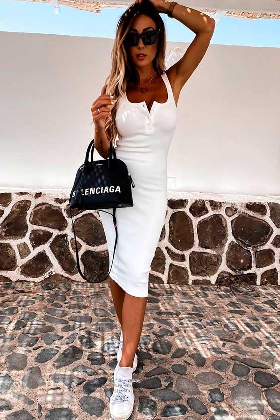 midi branco e bolsa preta