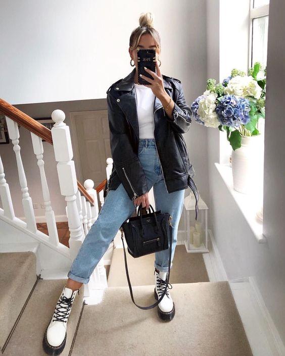 blusa branca e mom jeans