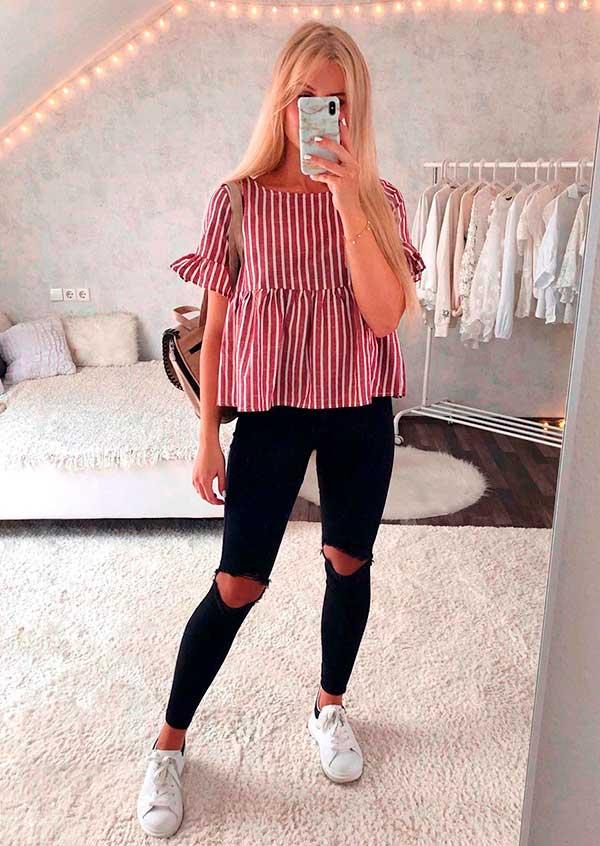 Lisa Rosii, blusa rosa com babados, calça preta com rasgo no joelho