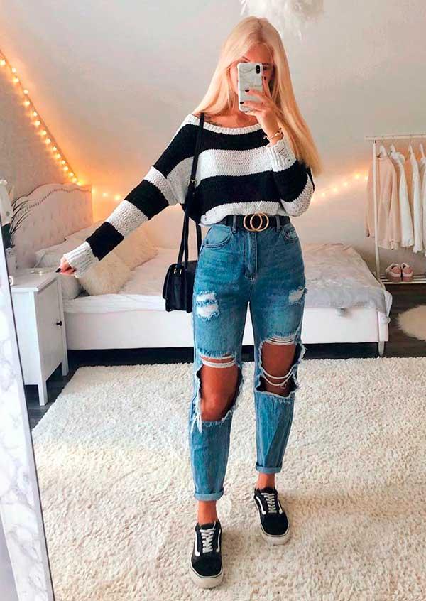 Lisa Rosii, suéter listrado e mom jeans destroyed