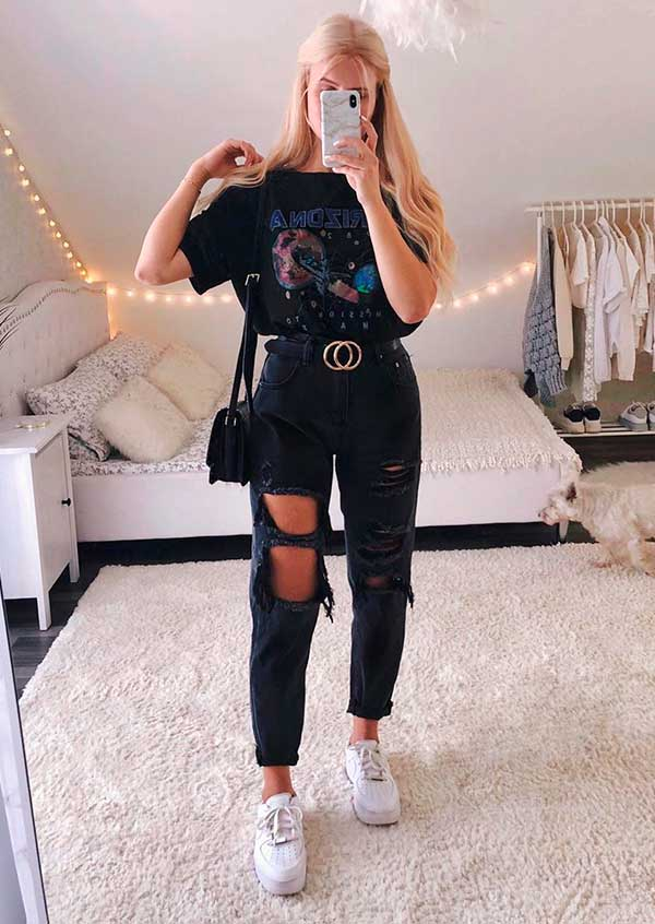 Lisa Rosii, look all black com jeans destroyed