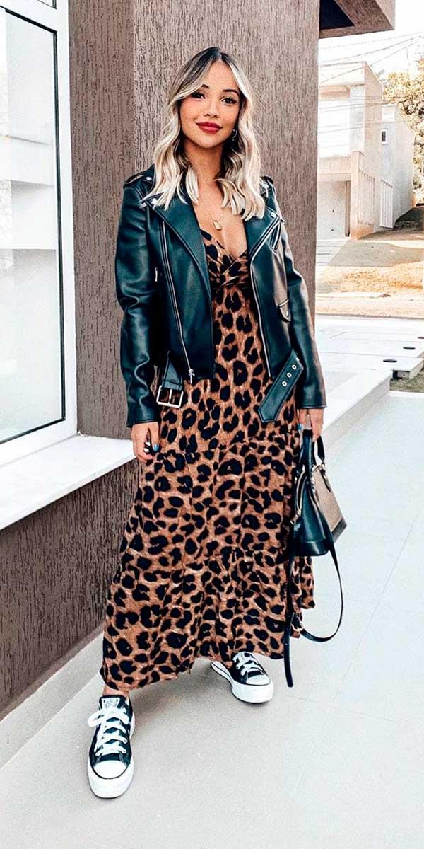 Combos, jaqueta de couro e vestido de oncinha