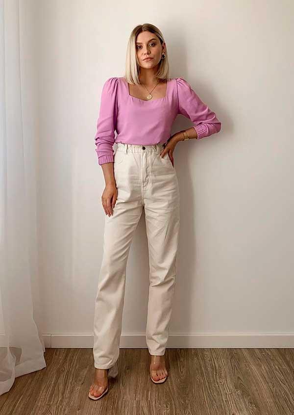 calça caqui e suéter lilás