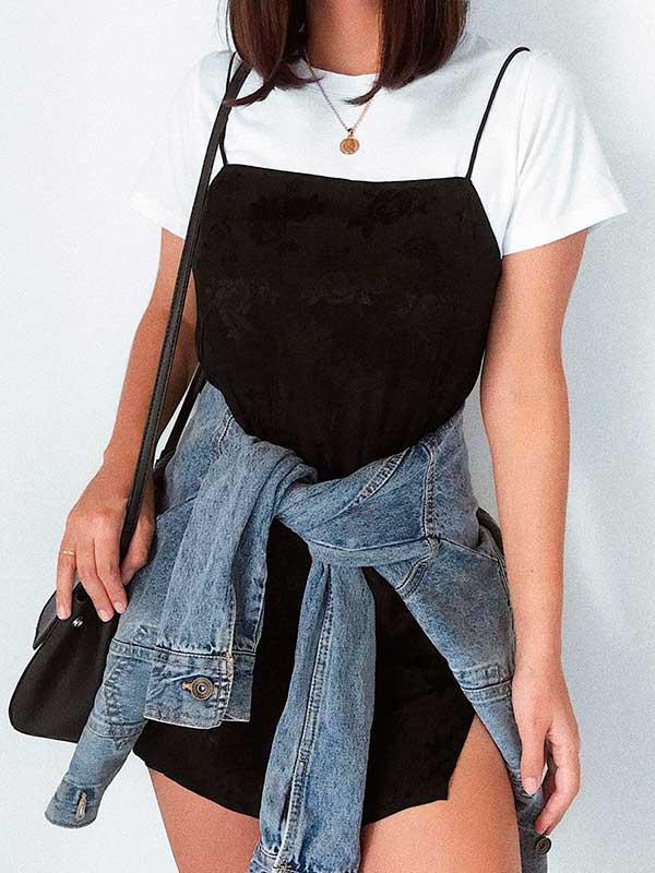 combinações preferidas, t-shirt branca com vestido curto preto